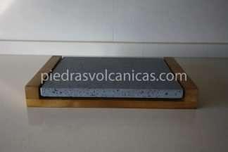 carne a la piedra volcanica 30x25x2 base madera piedrasvolcanicas 324x216 - Piedra para cocinar a la piedra 30x25x2 con base de madera