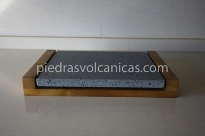 carne a la piedra volcanica 30x25x2 base madera piedrasvolcanicas 416x277 - Piedra para cocinar a la piedra 30x25x2 con base de madera